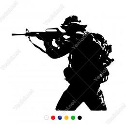 Elinde Silah Olan Çantalı Asker Etiket Sticker Yapıştırma
