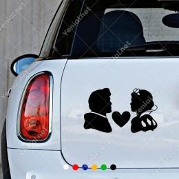 Ortada Kalp ve Karşı Karşıya Kadın Erkek Sticker