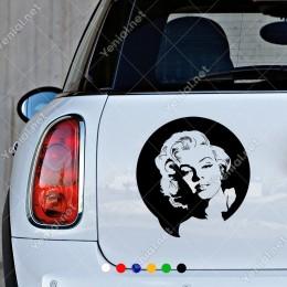 Uzaktan Bakan İzleyen Marilyn Monroe Sticker Çıkartma