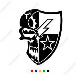 Yıldızlı Kalkan Ve Korkutucu Kuru Kafa Sticker