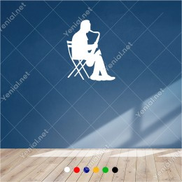 Sandalye de Oturup Saksafon Çalan Adam 40x60 cm Duvar Sticker
