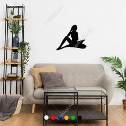 Yerde Oturup Bekleyen Melek Kadın Sticker
