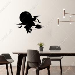Ayın Kenarında Gezinen Süpürgeli Cadı Duvar Sticker